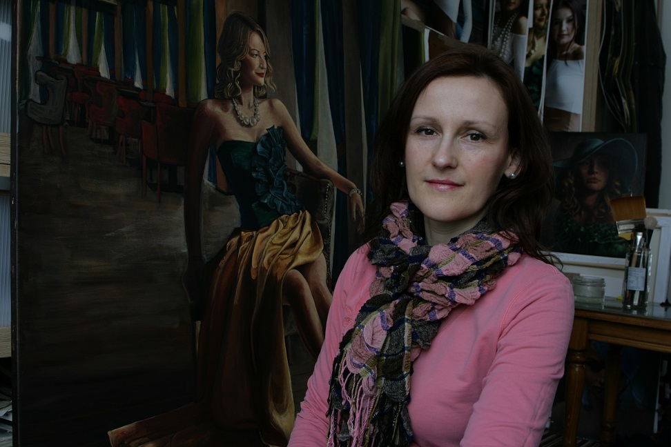 Highly-regarded Sutton artists Izabela 'Venuso' Okanska is creating a new portrait to help celebrate Fairfax School's 60th birthday this year.